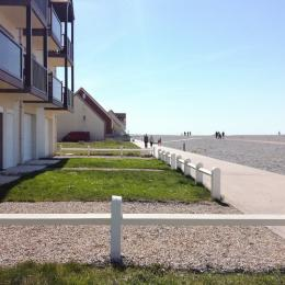 Coin de pelouse devant l'appartement - Location de vacances - Cayeux-sur-Mer