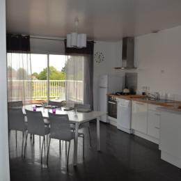 la cuisine et la terrasse attenante - Location de vacances - Le Crotoy