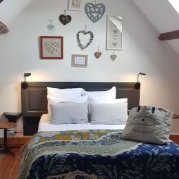 Chambre lit 140x190 avec TV - Location de vacances - Saint-Valery-sur-Somme