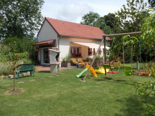 la proprietée avec barbecue est jeux pour les enfants - Location de vacances - Saint-Blimont