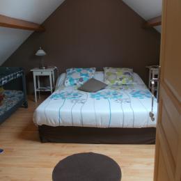 chambre avec grand lit 160x200 - Location de vacances - Saint-Blimont