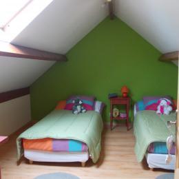 chambre avec lit de 90x200 - Location de vacances - Saint-Blimont