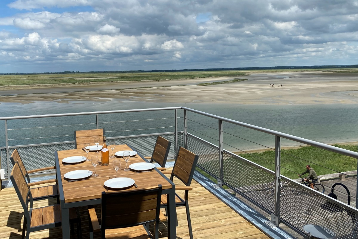 salon et salle à manger et vue par son bow window sur la Baie de Somme - Location de vacances - Saint-Valery-sur-Somme