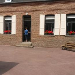 Cour fermée - Location de vacances - Mons-Boubert