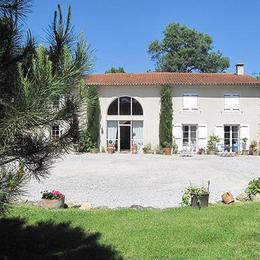 Accès cour  - Vivier Les Montagnes - Tarn -  - Chambre d'hôtes - Viviers-lès-Montagnes