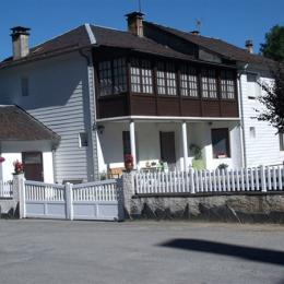 Vue façade et entrée  - Lacaune - Tarn -  - Chambre d'hôtes - Lacaune