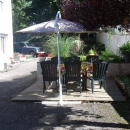 Terrasse, cour, coin repas extérieur  - Lacaune - Tarn -  - Chambre d'hôtes - Lacaune