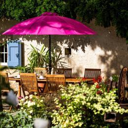 Petit déjeuner en extérieur - Chambre d'hôtes - Damiatte