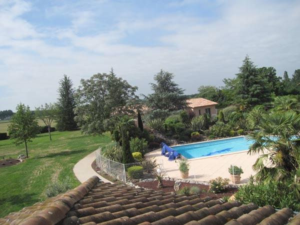 Vue sur piscine  - Saint-Sulpice - Tarn -  - Chambre d'hôtes - Saint-Sulpice