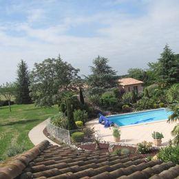Vue sur piscine  - Saint-Sulpice - Tarn -  - Chambre d'hôte - Saint-Sulpice