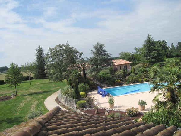 Vue piscine - Saint Sulpice - Tarn - - Chambre d'hôtes - Saint-Sulpice