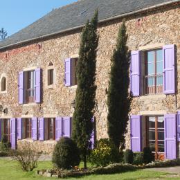 Jardin et façade au soleil de l'hiver  - Location de vacances - Le Ségur