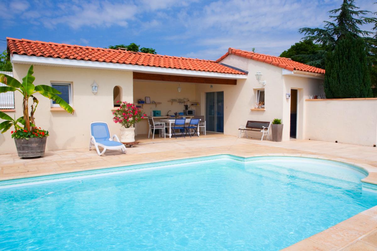 Maison de tradition en pierre de 100 m2 avec piscine - Location maison avec piscine couverte ...