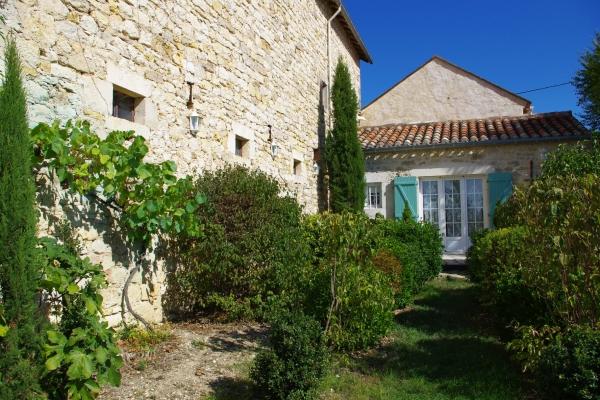 Exterieur et façade en pierre - Loubers - Tarn - Location de vacances - Loubers