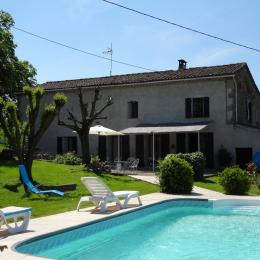 Vue de la piscine sur la location  -Tarn - Venes - Albi - Castres - Location de vacances - Vénès
