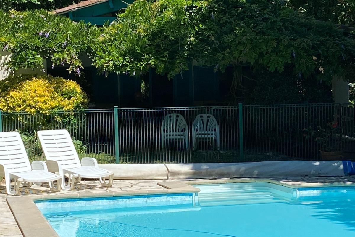 Terrasse couverte  - salon de jardin - Burlats - Tarn - - Location de vacances - Burlats