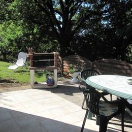 Terrasse du gîte, côté sud, espace herbeux privatif  - Albi - Tarn - - Location de vacances - Cunac