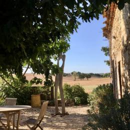 Salle a manger - sortie en terrasse - Location de vacances - Vénès