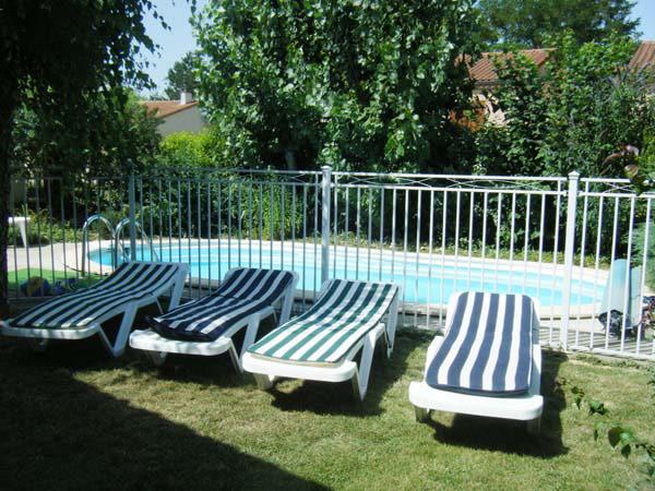 Coin détente, transat , piscine - Albi -Tarn - Location de vacances - Albi