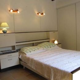 chambre avec 1 lit en 140 - Lisle sur Tarn - Tarn - Location de vacances - Lisle-sur-Tarn