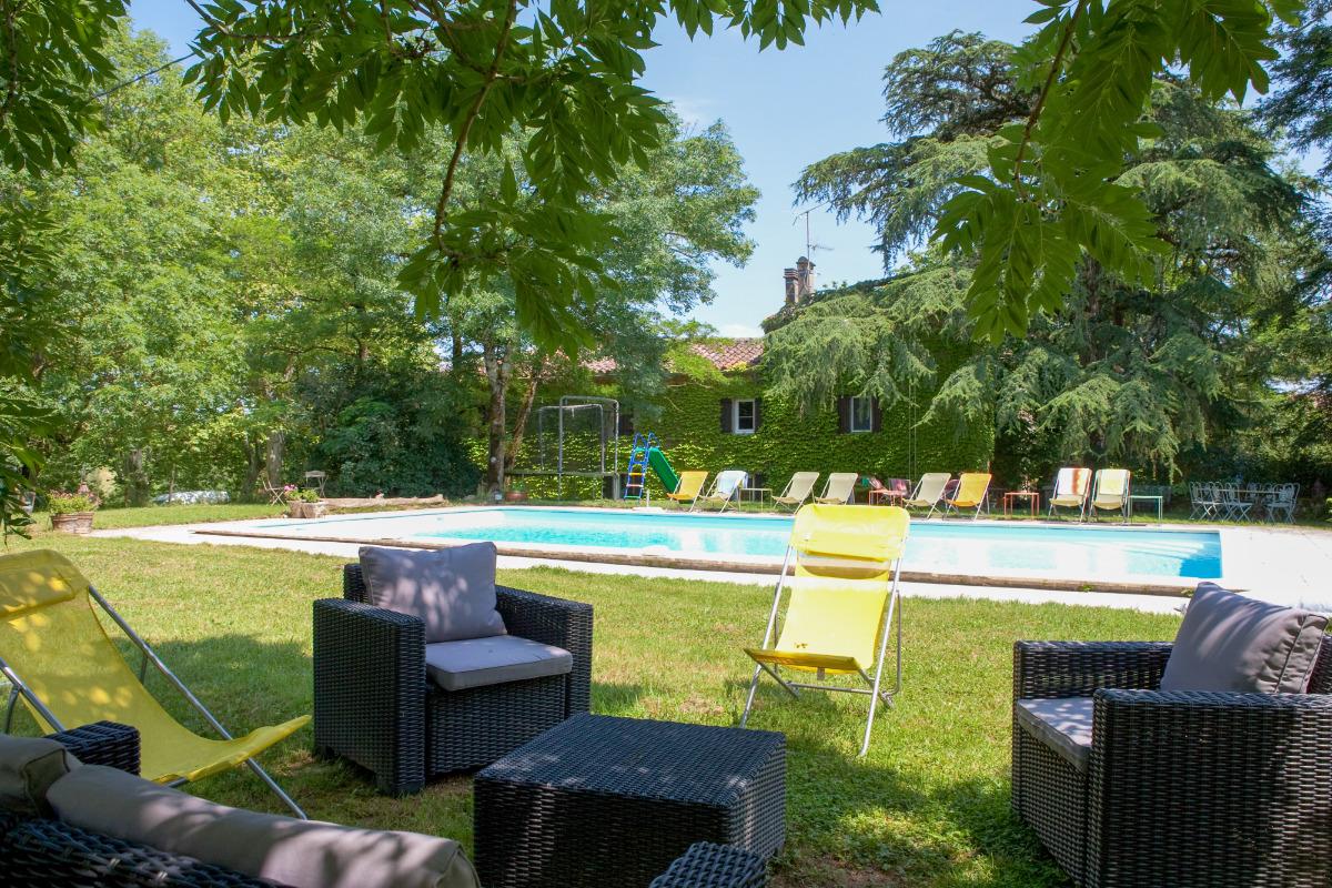Verger de l'Espargne - salon de jardin ombragé au bord de l'eau - Location de vacances - Saint-Germier