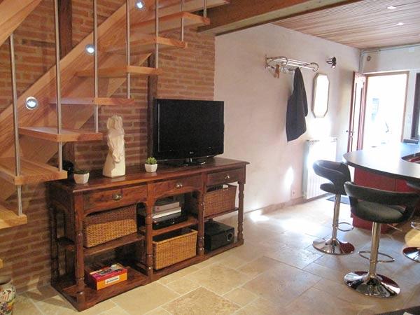 Accès etage , coin tv - Albi - Tarn - Location de vacances - Albi