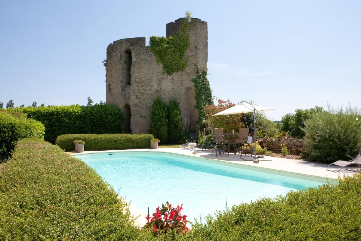piscine et tour du 12e s - Location de vacances - Vénès