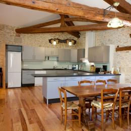grande cuisine moderne avec salle à dîner - Location de vacances - Vénès