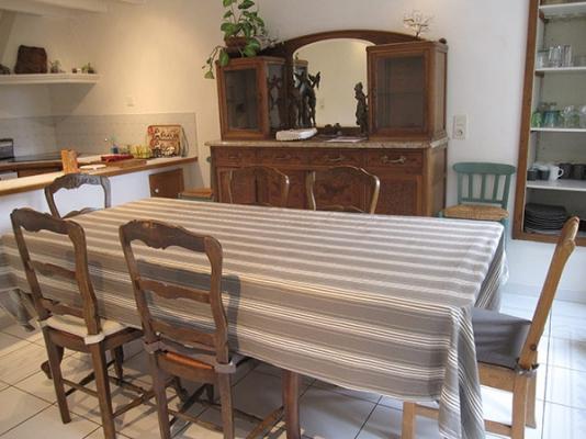 coin repas dans cuisine - Aussac - Tarn - Location de vacances - Aussac