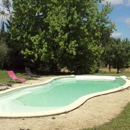 piscine avec bains de soleil - Aussac - Tarn - Location de vacances - Aussac