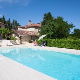 vue de la piscine sur les gites - Location de vacances - Cadalen