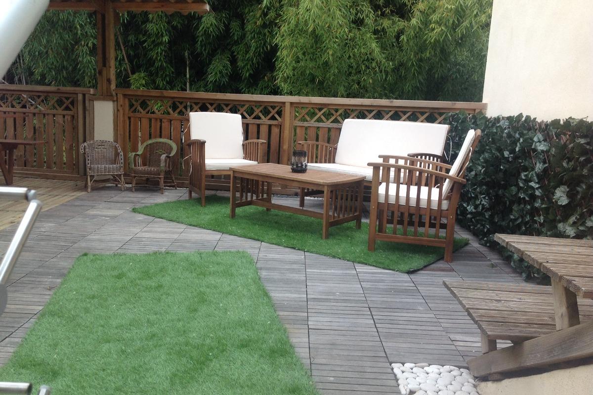 grande terrasse 36 m2 sans vis à vis, sur jardin, avec salon de jardin, coin repas couvert, barbecue - Location de vacances - Lisle-sur-Tarn