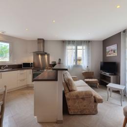 Gîte PAUMAJOLY Chambre 1 : 1  lit 160 ou 2 lits 80 avec salle d'eau à Saïx près de Castres dans le Tarn. - Location de vacances - Saïx