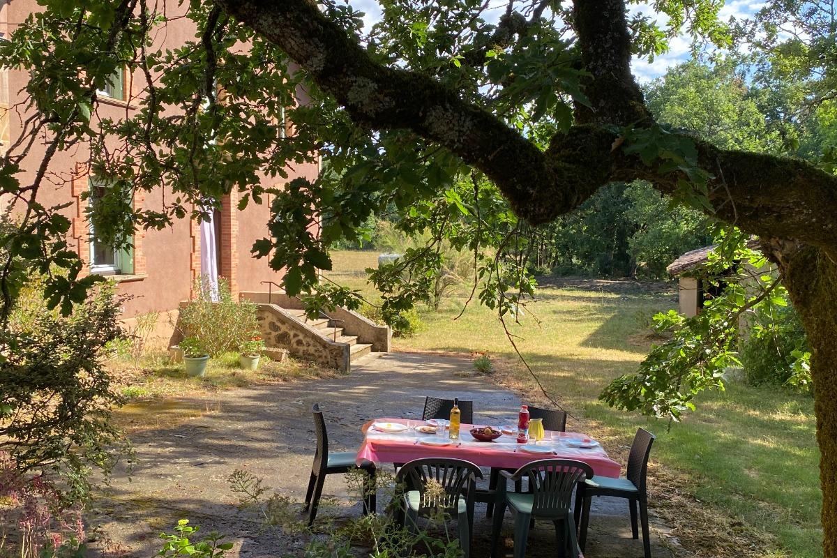 Salle à manger avec cheminée - Location de vacances - Tonnac