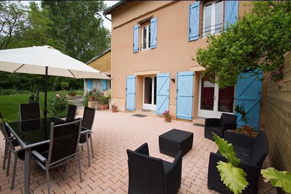 Le Chai Boissel: coin salon et repas extérieur  - Location de vacances - Gaillac