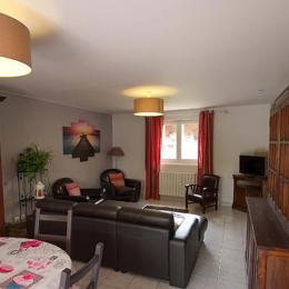 Le Chai Boissel: espace à vivre partagé entre salle à manger et salon - Location de vacances - Gaillac