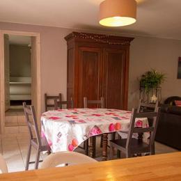 Le Chai Boissel: salle à manger pouvant accueillir 12 personnes. - Location de vacances - Gaillac