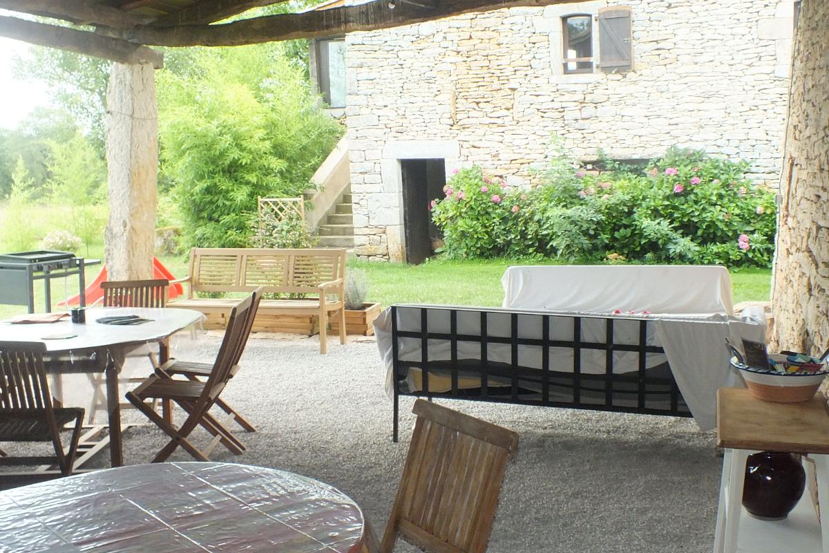 dans les gorges de l 39 aveyron g te avec piscine dans un coin paisible location vacances. Black Bedroom Furniture Sets. Home Design Ideas