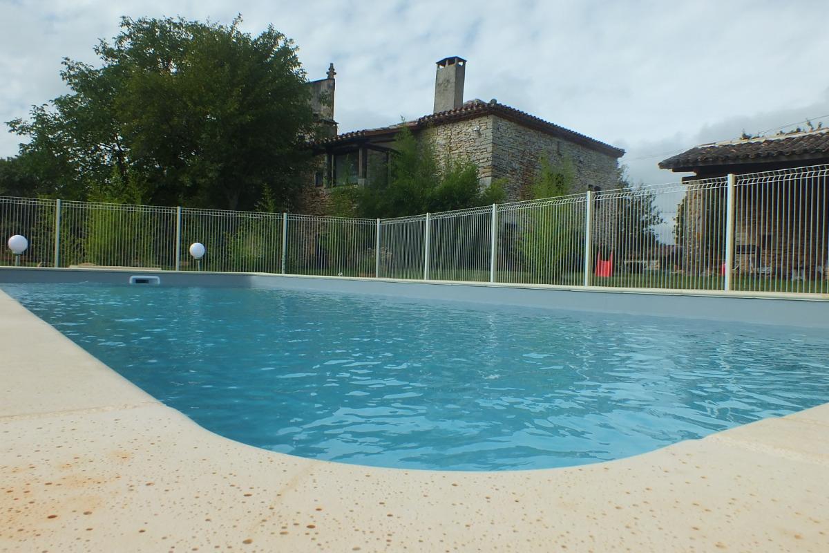 Dans les gorges de l 39 aveyron g te avec piscine dans un coin paisible location vacances - Gite dans les landes avec piscine ...