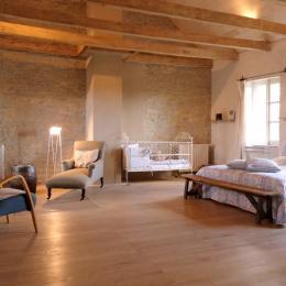 Grande chambre lumineuse Sœur Valérie -Le Couvent de Neuviale - Chambre d'hôtes - Parisot