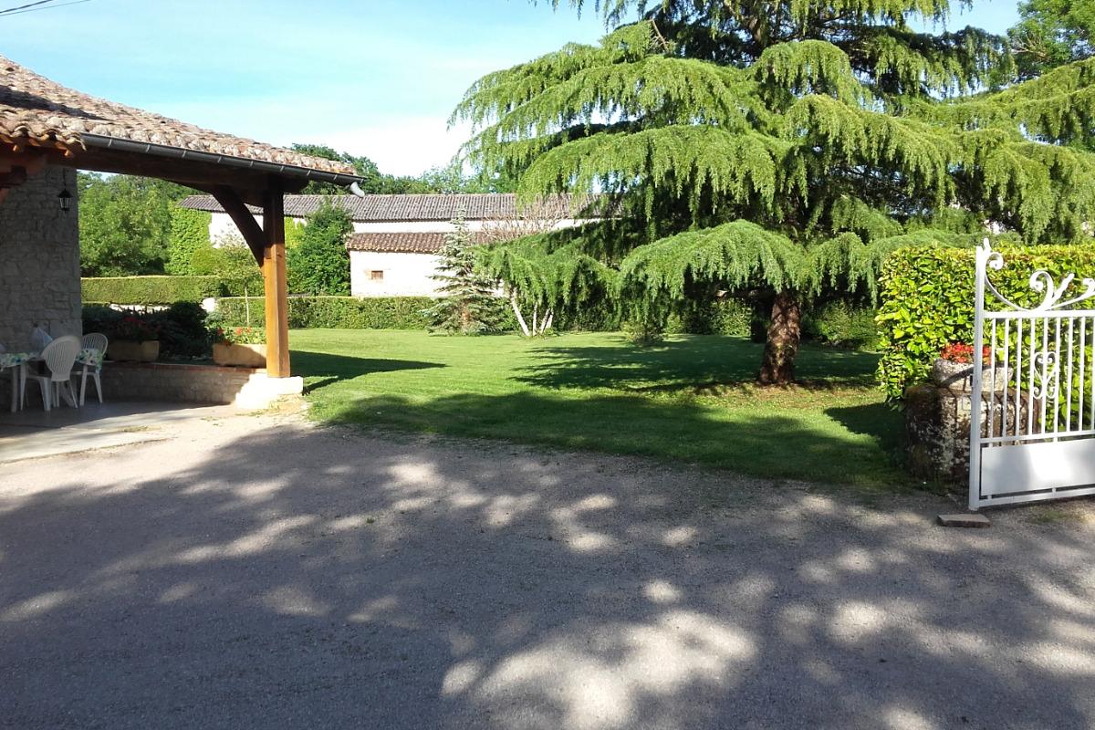 Espace extérieur / entrée - Location de vacances - Saint-Georges