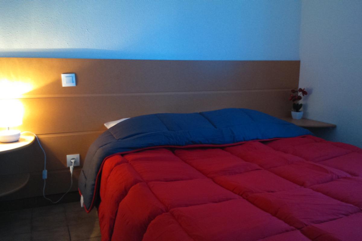 Chambre lit 140 - Location de vacances - Montpezat-de-Quercy