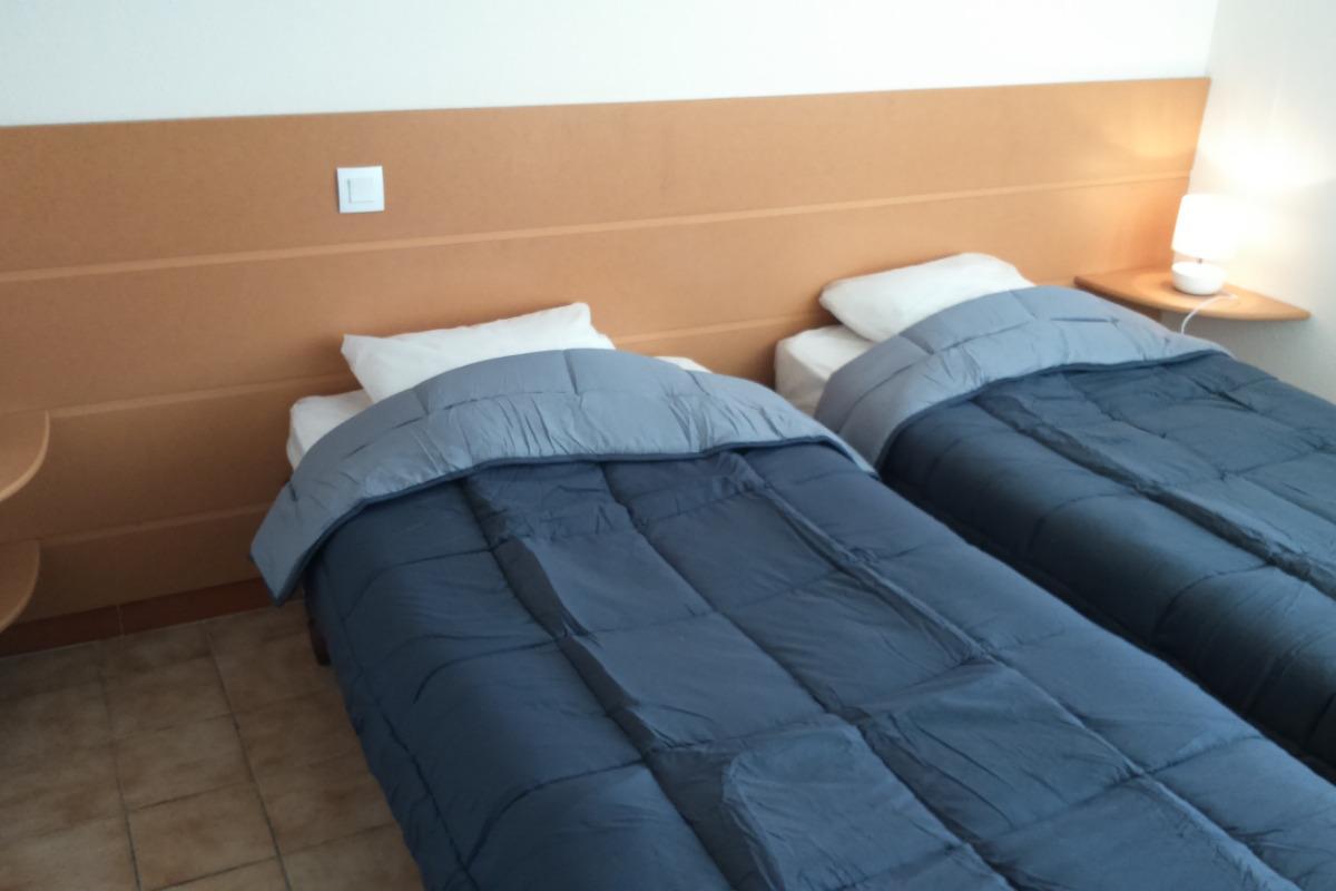 Chambre lits 90 - Location de vacances - Montpezat-de-Quercy