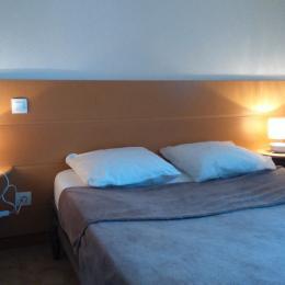 Chambre lit- 140 - Location de vacances - Montpezat-de-Quercy
