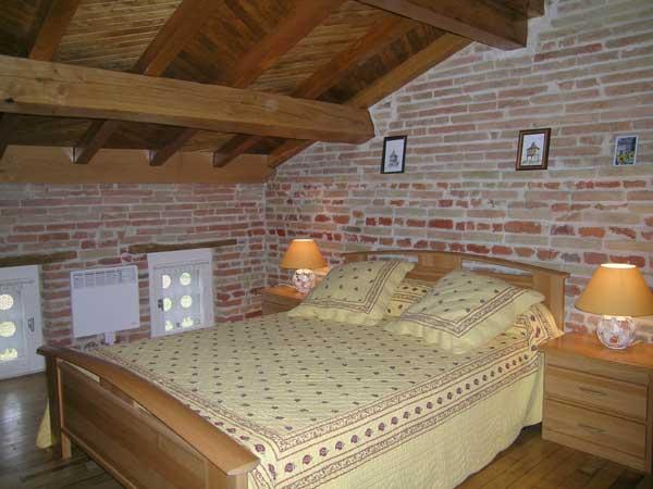 la chambre du 2e étage - Location de vacances - Beaumont-de-Lomagne
