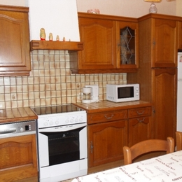 la cuisine, avec table 6 places - Location de vacances - Escazeaux