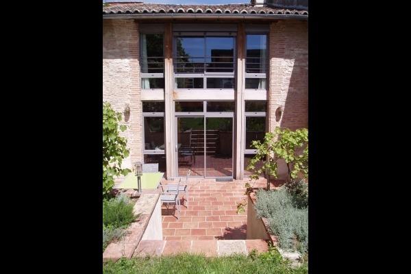 La Mirande - Façade jardin et terrasse - Location de vacances - Beaumont-de-Lomagne