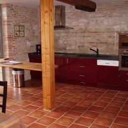 Cuisine vue d'ensemble - Location de vacances - Beaumont-de-Lomagne