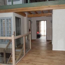 palier des chambres - vue vers petit salon - Location de vacances - Beaumont-de-Lomagne