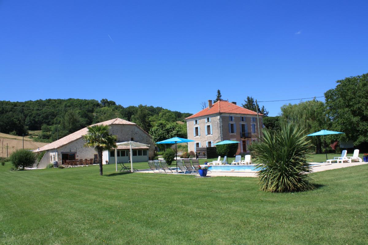 La terrasse du Gîte Tom - Location de vacances - Roquecor